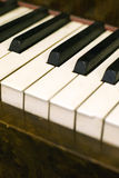 De stoffige Sleutels van de Piano Stock Fotografie
