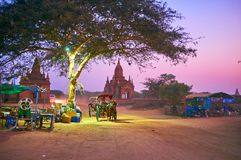 De stoffige weg in Bagan, Myanmar Stock Afbeeldingen