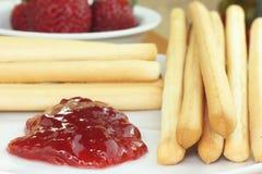 De stokken van het brood met jam Stock Afbeeldingen