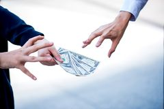 De stokvoering en de holdingshamer van de bedrijfs de concurrentieconcept royalty-vrije stock foto's
