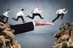 De stokvoering en de holdingshamer van de bedrijfs de concurrentieconcept stock afbeeldingen