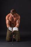 De stokvoering van de bodybuildermens stock foto's