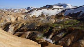 De stoom die van het Kerlingarfjöllpanorama aan berg ontsnappen Stock Foto's