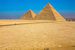 De stora pyramiderna av Giza, Kairo, Egypten arkivbilder