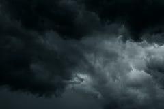 De stormachtige regen betrekt achtergrond Stock Afbeeldingen