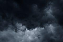 De stormachtige regen betrekt donkere hemel Royalty-vrije Stock Foto