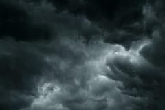 De stormachtige regen betrekt donkere hemel Royalty-vrije Stock Fotografie