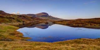 De Storr-bezinning in Loch Leathan royalty-vrije stock foto's