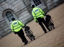 De storstads- poliscyklisterna Arkivbild