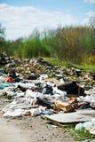 De stortplaats van het huisvuil op de aard Stock Foto's