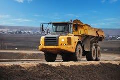 De stortplaatsvrachtwagen van de carrièrevrachtwagen royalty-vrije stock afbeelding