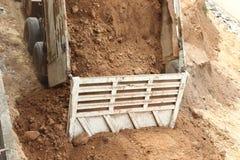 De stortplaatsvrachtwagen wordt teruggewonnen voor bouwwerkzaamheid Royalty-vrije Stock Afbeelding