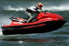 De straal bestuurder die van de Ski met de boot vliegt Stock Afbeelding