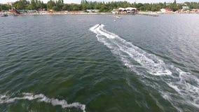 De straal het ski?en en parkerenmening van de plaatspijler van quadrupter de Zwarte Zee de Oekraïne Skadovsk stock footage