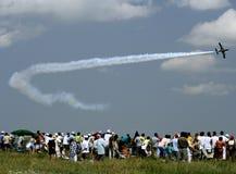 De straal vliegtuigen bij een lucht tonen in Roemenië royalty-vrije stock afbeeldingen