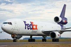 De straalvliegtuigen van Fedex op de baan Royalty-vrije Stock Foto's