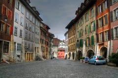 De straat van Cobbled in Biel (Bienne), Zwitserland stock foto's