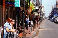 De Straat van de Bourbon van New Orleans tegen Dag royalty-vrije stock afbeeldingen