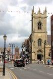 De straat van de brug en St Peter Kerk. Chester. Engeland stock fotografie