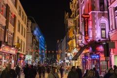 De straat van de Chinatown bij nacht. royalty-vrije stock fotografie