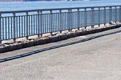 De straat van de promenade voor voetgangers dichtbij de oceaan Royalty-vrije Stock Foto's