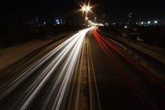De straat van de stad bij nacht Royalty-vrije Stock Afbeelding