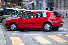 De straat van de stad met auto's Stock Afbeelding