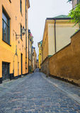 De straat van Gamlastanstockholm, Zweden Stock Foto's