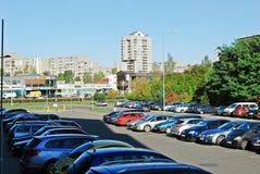 De straat van het Pasilaiciaidistrict met auto's en huizen Royalty-vrije Stock Afbeelding