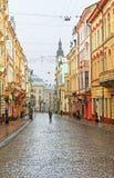 De straat van Kobylianska in Chernivtsi Stock Foto