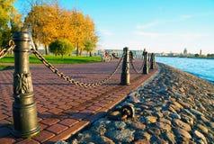 De Straat van Kronverksky Hazeneiland St. Petersburg in de herfst royalty-vrije stock foto