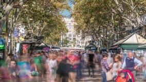 De straat van La Rambla in Barcelona timelapse, Spanje stock footage