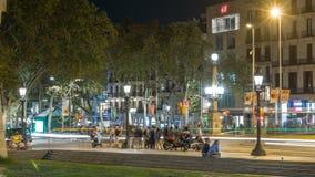 De straat van La Rambla in de nacht van Barcelona timelapse, Spanje stock video
