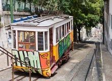 De straat van Lissabon met tram Stock Foto's