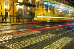 De straat van Lissabon in nacht Royalty-vrije Stock Foto's