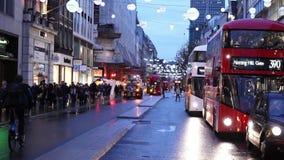 De straat van Londen Oxford in de avond stock footage