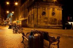 De straat van Lviv bij nacht stock afbeeldingen