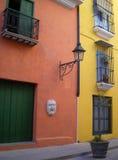 De straat van Mercaderes, Havana. Stock Foto