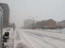 De straat van Montreal in blizzarddag stock afbeelding
