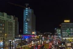 De straat van nachtkarl liebknecht in Berlijn, Duitsland stock afbeeldingen