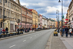 De straat van Nowyswiat in Warshau, Polen Stock Afbeelding