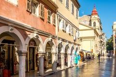 In de straat van oude stad Korfu royalty-vrije stock fotografie