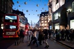 De Straat van Oxford in Londen bij zonsondergang Stock Foto