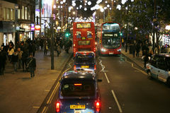 2013, de Straat van Oxford met Kerstmisdecoratie Stock Afbeeldingen