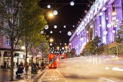 13 de Straat van Oxford van November 2014, Londen, voor Kerstmis wordt verfraaid die Royalty-vrije Stock Afbeeldingen