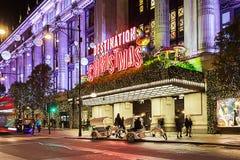13 de Straat van Oxford van November 2014, Londen, voor Kerstmis wordt verfraaid die Royalty-vrije Stock Foto