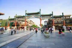 De Straat van Peking Qianmen het winkelen district Stock Afbeeldingen
