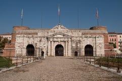 De straat van Porta Nuova in Verona royalty-vrije stock foto