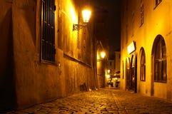 De straat van Praag bij nacht Royalty-vrije Stock Foto