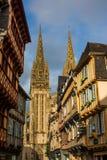 De straat van Quimper bij de zonsondergang, Bretagne royalty-vrije stock afbeeldingen